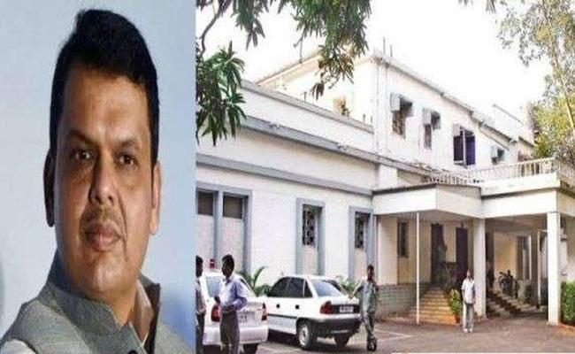 Fadnavis  Vacates CM Residence Varsha bungalow - Sakshi