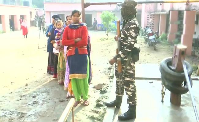 First phase of polling for 13 seats begins in Jharkhand - Sakshi