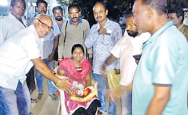 Seven Months Pregnant Lady Attended RTC Duty At Peddapalli District - Sakshi
