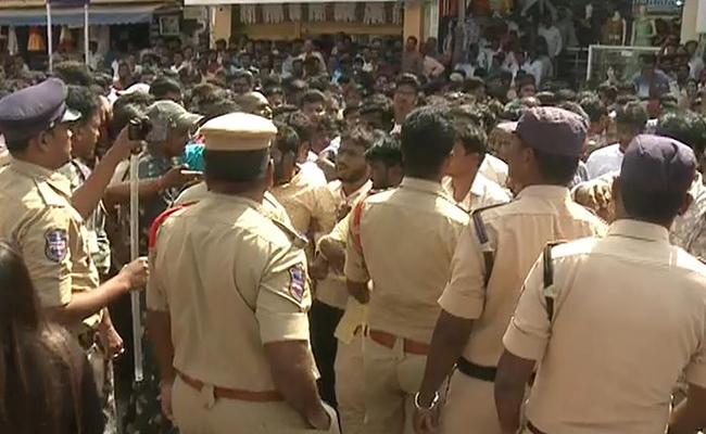 Priyanka Reddy Murder Case: High Tension At Shadnagar Police Station - Sakshi