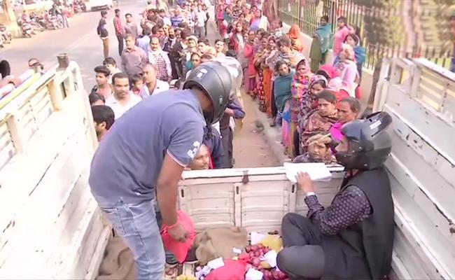 Onion RS 35Per Kg Price In Patna - Sakshi