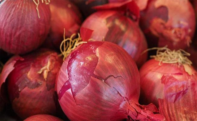 West Bengal Thieves Steal Onions In Vegetable Shop Instead Of Cash - Sakshi