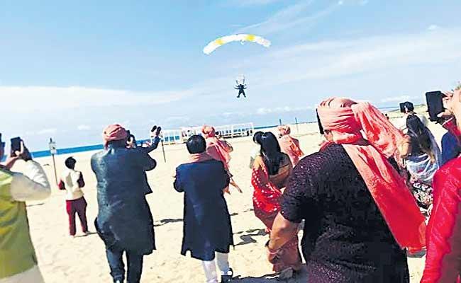 Indian Groom In Mexico Skydives To Own Wedding As Baraatis Watch In Awe - Sakshi