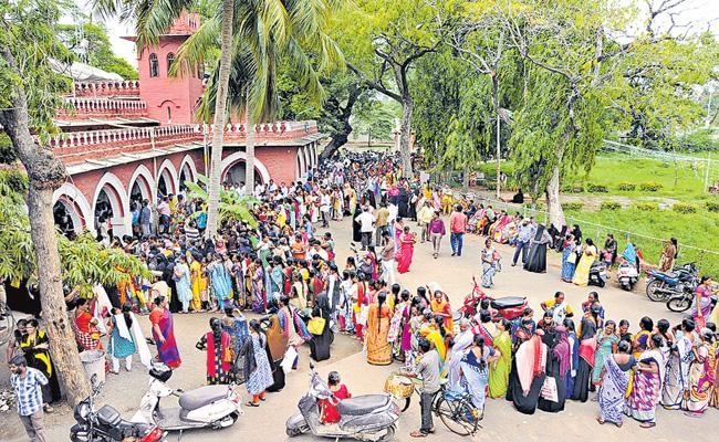 CM YS Jagan orders to Officials about Spandana Program - Sakshi