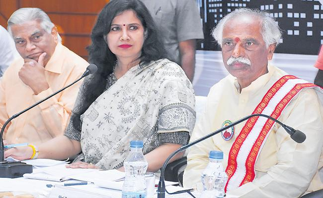 Dattatreya Speaks Over Dengue Cases In Hyderabad - Sakshi