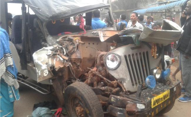 Ten Injured in RTC Bus Accident Visakhapatnam - Sakshi