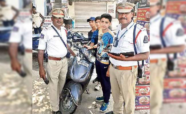 20 Thousend Challans on Scooty in Hyderabad - Sakshi