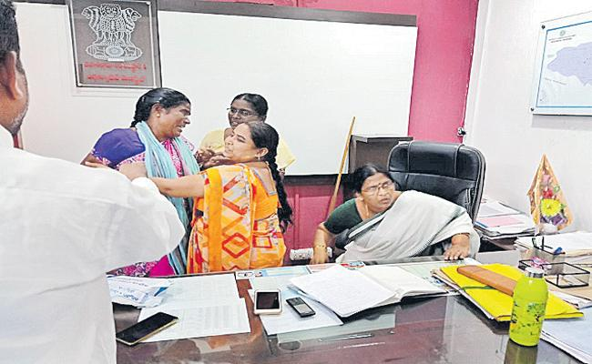 A Woman Hulchul in the office of Tahsildar - Sakshi