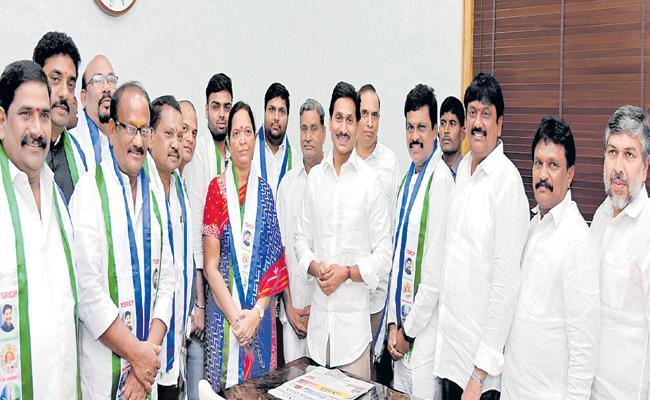Chintakayala Sanyasi Patrudu into YSRCP - Sakshi