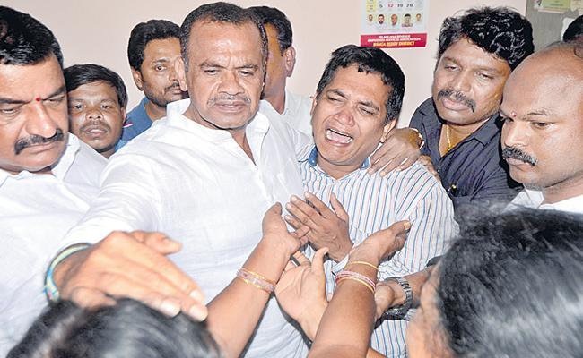 Tahsildar Murder : Komatireddy Venkat Reddy Slams KCR - Sakshi