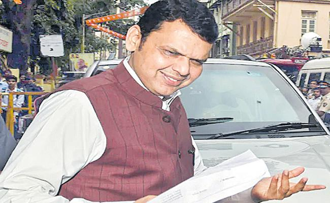 Fadnavis Meets RSS Chief Mohan Bhagwat in Nagpur  For Government Formation With Shiv Sena - Sakshi
