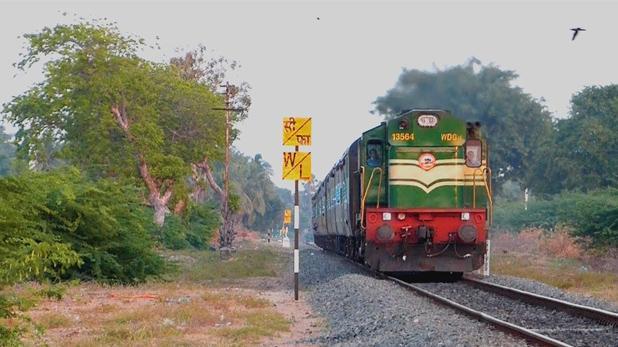Man Head Struck in Train Engine Tamil Nadu - Sakshi