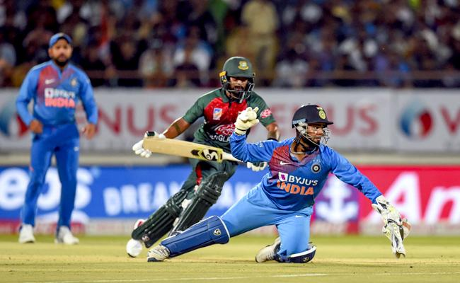 IND VS BAN 2nd T20: Team India Target 154 Runs - Sakshi