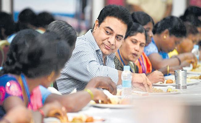 KTR provides insurance checks to the families of death activists - Sakshi