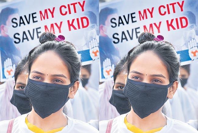 Supreme Court asks Govt on Delhi air pollution - Sakshi