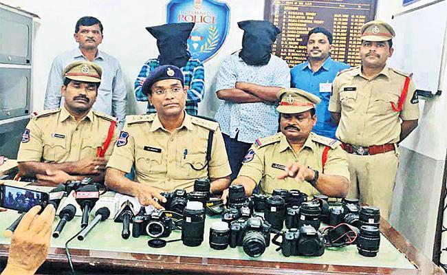Rental Cameras Fraud Gang Arrest in Hyderabad - Sakshi