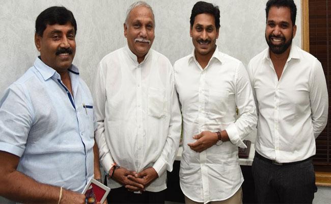 Kamalapuram MLA Ravindranath Reddy Meets YS Jagan - Sakshi