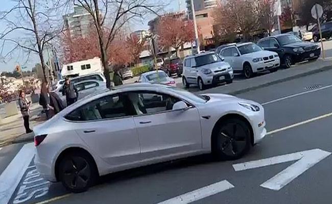 Tesla Car Went Wrong The Way - Sakshi
