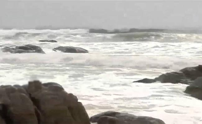 Cyclone Bulbul In Bay Of Bengal Likely Change As Severe Storm - Sakshi