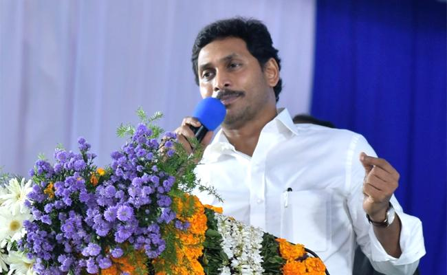 YS Jagan Distributes Cheques To Agrigold Victims - Sakshi