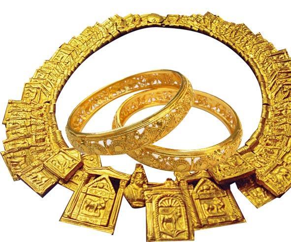 gold rates down in International Market - Sakshi