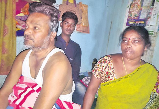 TSRTC Strike: Bus Conductor Lost His Mental Balance - Sakshi