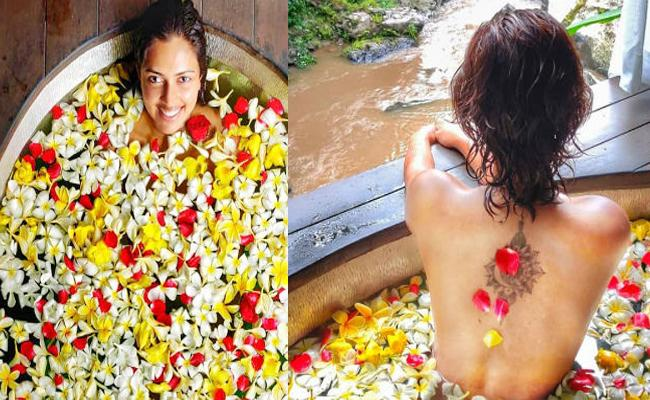 Amala paul Bathtub Photos Viral in Social Media - Sakshi