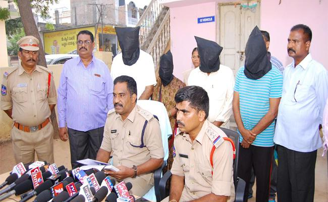 Persons Arrested By Police Regarding Murder Case In Nalgonda - Sakshi