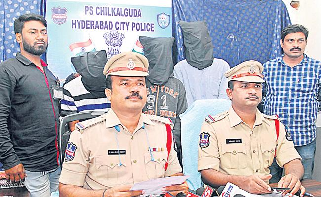Chain Snatching Gang Arrest in Hyderabad - Sakshi