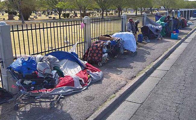 Las Vegas Passes Law That Makes Sleeping On Downtown Streets Illegal - Sakshi