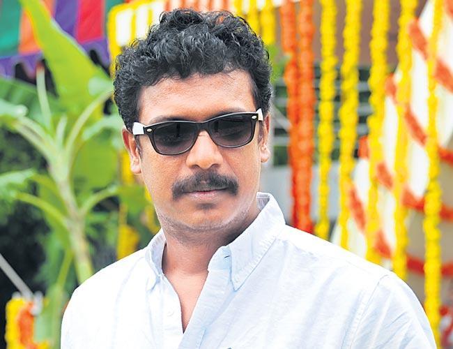 Tamil actor Samuthirakani to share screen space with Ravi Teja - Sakshi