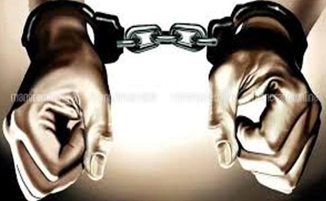 Visas Fraudsters Arrested At Warangal District - Sakshi