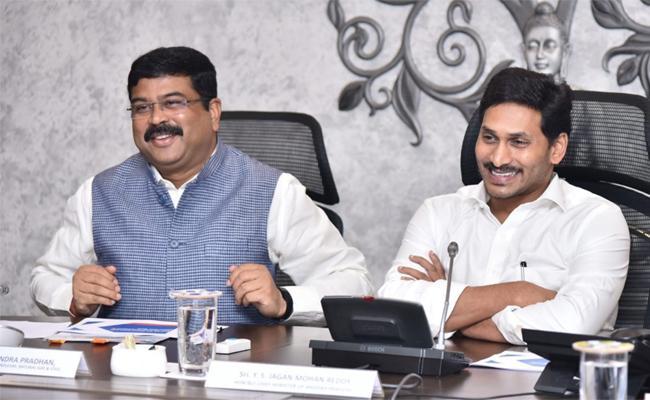 Dharmendra Pradhan Meets YS Jagan - Sakshi