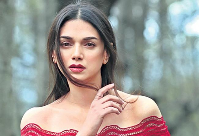 Aditi Rao Hydari coments on Social Media - Sakshi