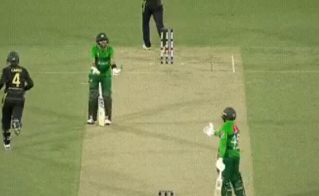 Babar Azam Frustrated Speechless At Teammate Asif Ali - Sakshi