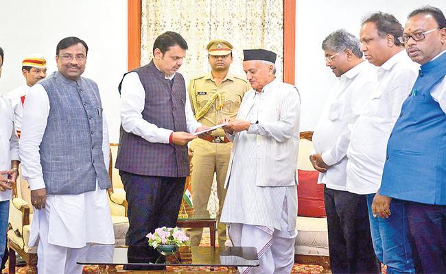 Devendra Fadnavis Resigns As Maharashtra CM - Sakshi
