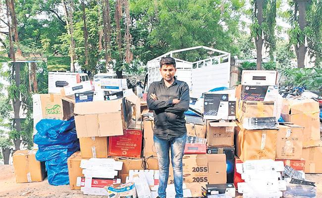 Fake Cartridge Sales Man Arrest in Hyderabad - Sakshi