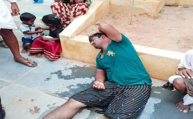 Farmer Suicide Attempt in front of Tahsildar Office Anantapur - Sakshi