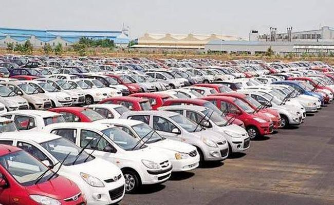 India largest carmaker cuts production for 8th straight month - Sakshi