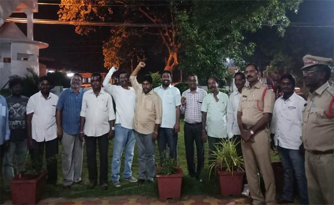 Police Taking Action To Avoid Million March Conducted By RTC Workers - Sakshi