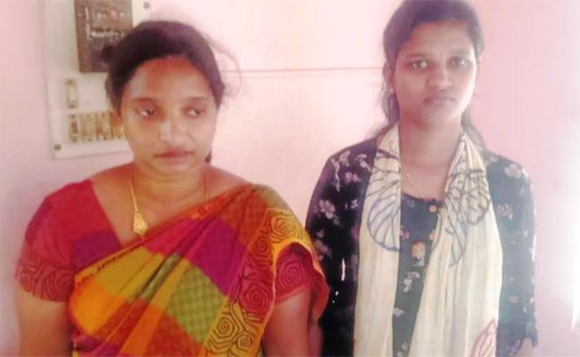 Sisters Arrest in Fake Gold Hostage in Tamil nadu - Sakshi