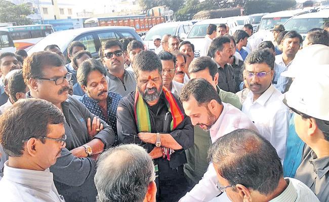 Ministers Botsa Satyanarayana and Muttamchetti Srinivasarao who inspect the Visakha metro corridor ways - Sakshi