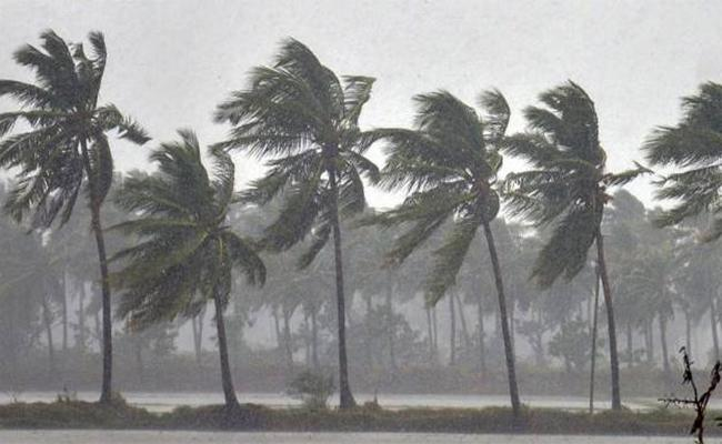 Moderate rains in coastal and Rayalaseema - Sakshi