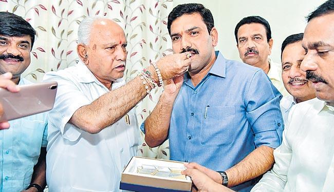 BJP wins 12 seats in Karnataka bye-polls - Sakshi