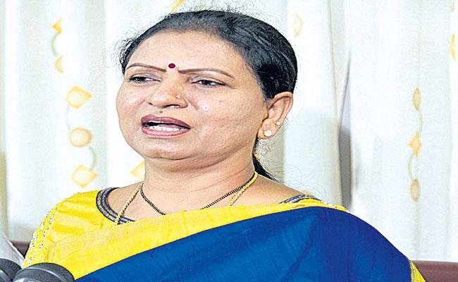 DK Aruna Fires On KCR About Liquor Shops  - Sakshi
