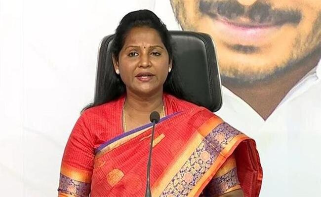 YSRCP MLA Undavalli Sridevi Fires On Chandrababu Naidu In Amaravati - Sakshi