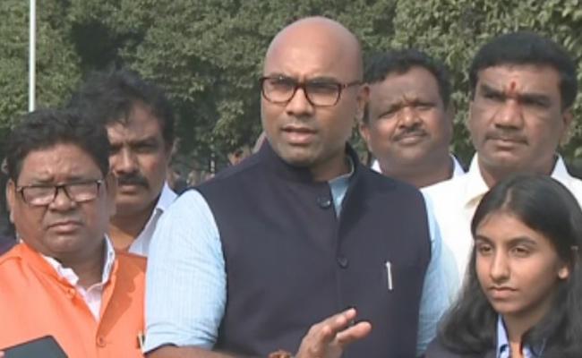 Dharmapuri Arvind Slams On TRS In Delhi - Sakshi