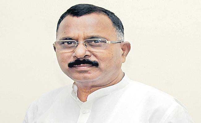 Mallu Ravi Demands CM KCR Should Control The Onion Price Hike - Sakshi