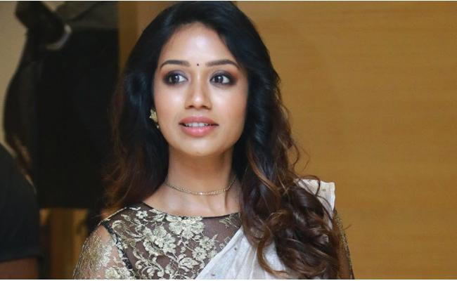 Nivetha Pethuraj Shares Childhood Memories With Fans - Sakshi