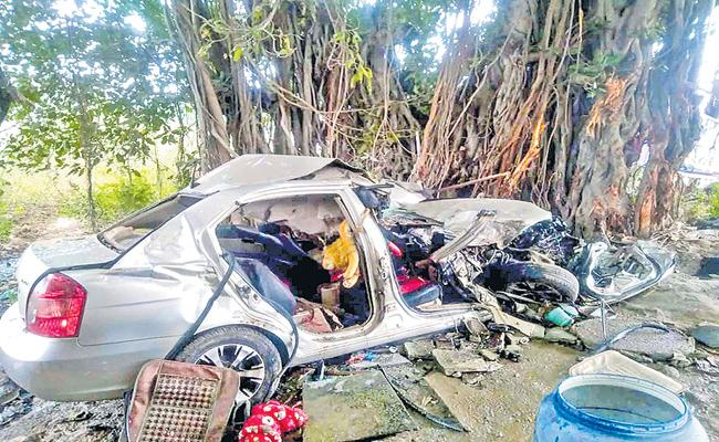 Four Killed in Road Accident - Sakshi